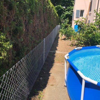 Zaun mit Pool